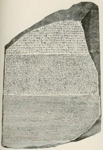 Kamień z Rosetty – zabytek piśmiennictwa staroegipskiego, którego odkrycie stało się przełomem na drodze do odczytania egipskich hieroglifów. Źródło: Wikipedia
