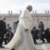 """Papież FRANCISZEK: """"Nauczmy się na nowo opowiadania a nie konsumowania informacji"""""""