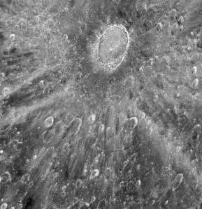 Krater Tycho na Księżycu sfotografowany przez teleksop Hubble (Zdj. Hubble/NASA/ESA)