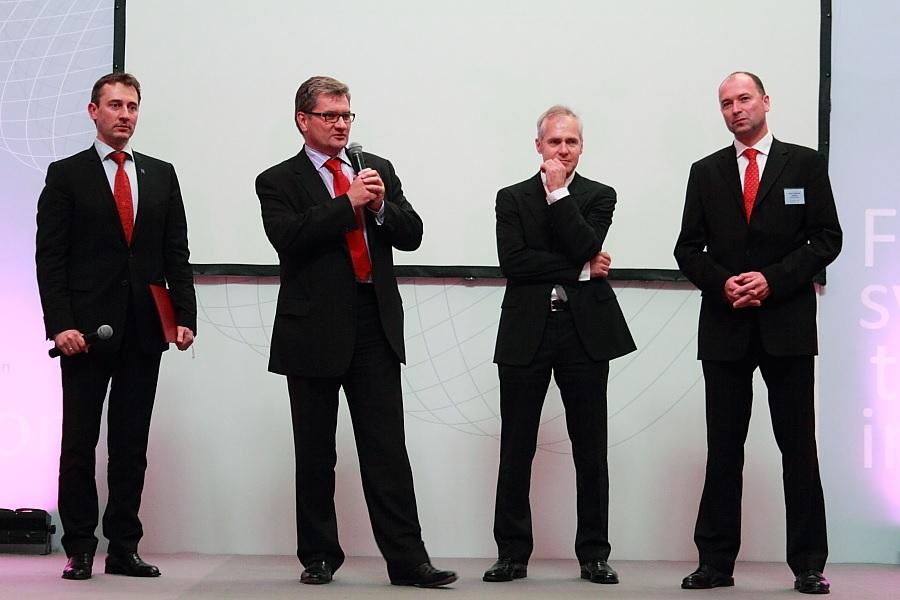 Szefowie firm partnerskich podczas konferencji w ramach projektu Synergie zainicjowanego przez Stowarzyszenie Francja Polska: Adam Sankowski (Stowarzyszenie Francja-Polska), Dariusz Tokarczuk (Gide Loyrette Nouel), Michel Kiviatkowski (Mazars), Alexander Konopka (Gras Savoye)