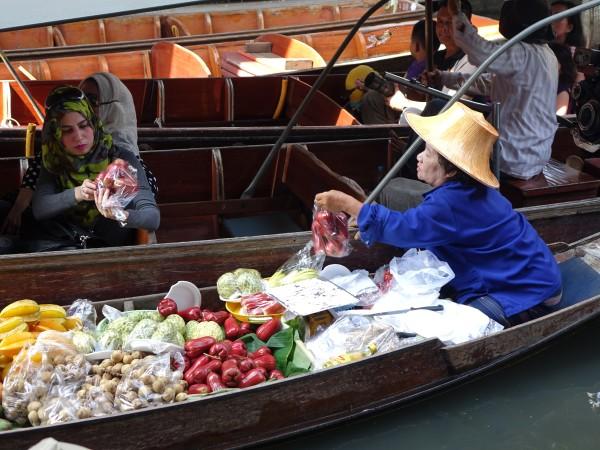 damnoen-saduak-floating-market-546268