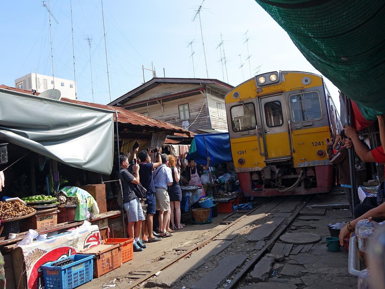 maeklong-railway-market-546290_1280