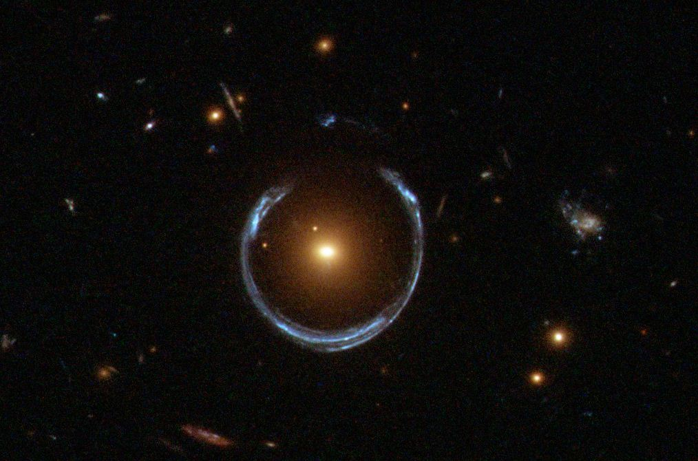 A_Horseshoe_Einstein_Ring_from_Hubble-2