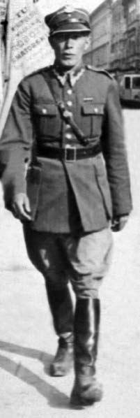 Ppor. Adam Lazarowicz naulicy Krakowa, 1934r.